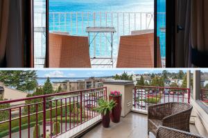 esempi di arredamento di due balconi: due sedie vista mare e poltroncine su un vasto terrazzo